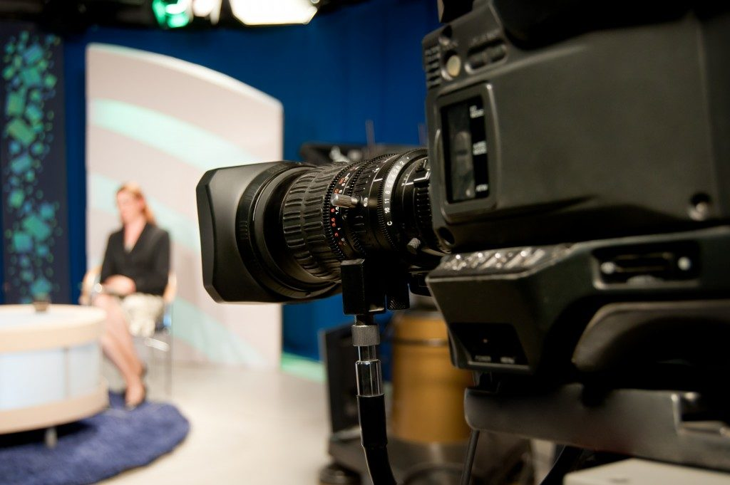 Video camera lens, recording show