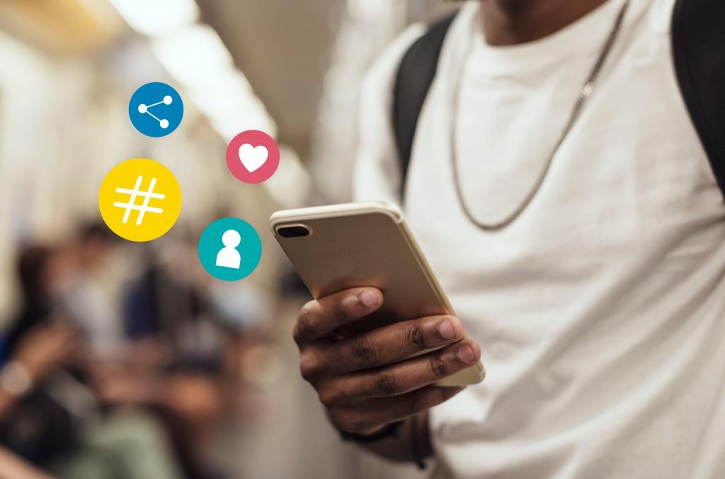 notifs of social media on cellphone